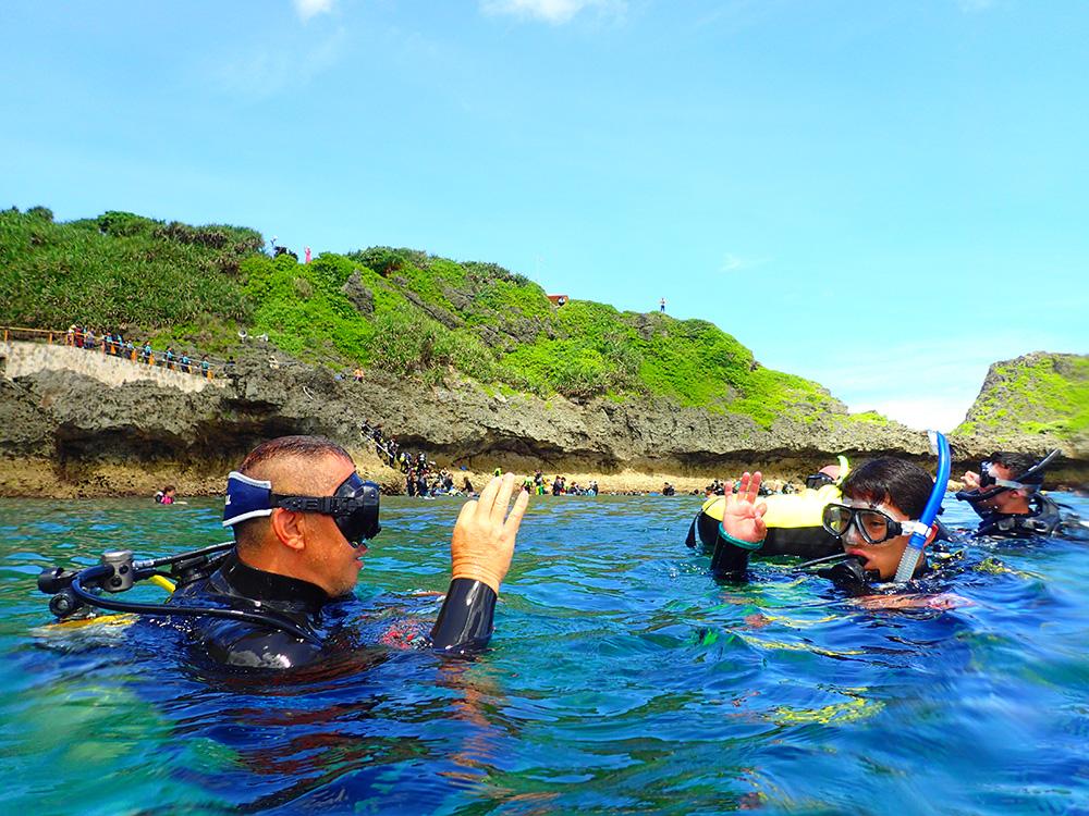 沖縄ダイビング講習 真栄田岬ビーチダイビング